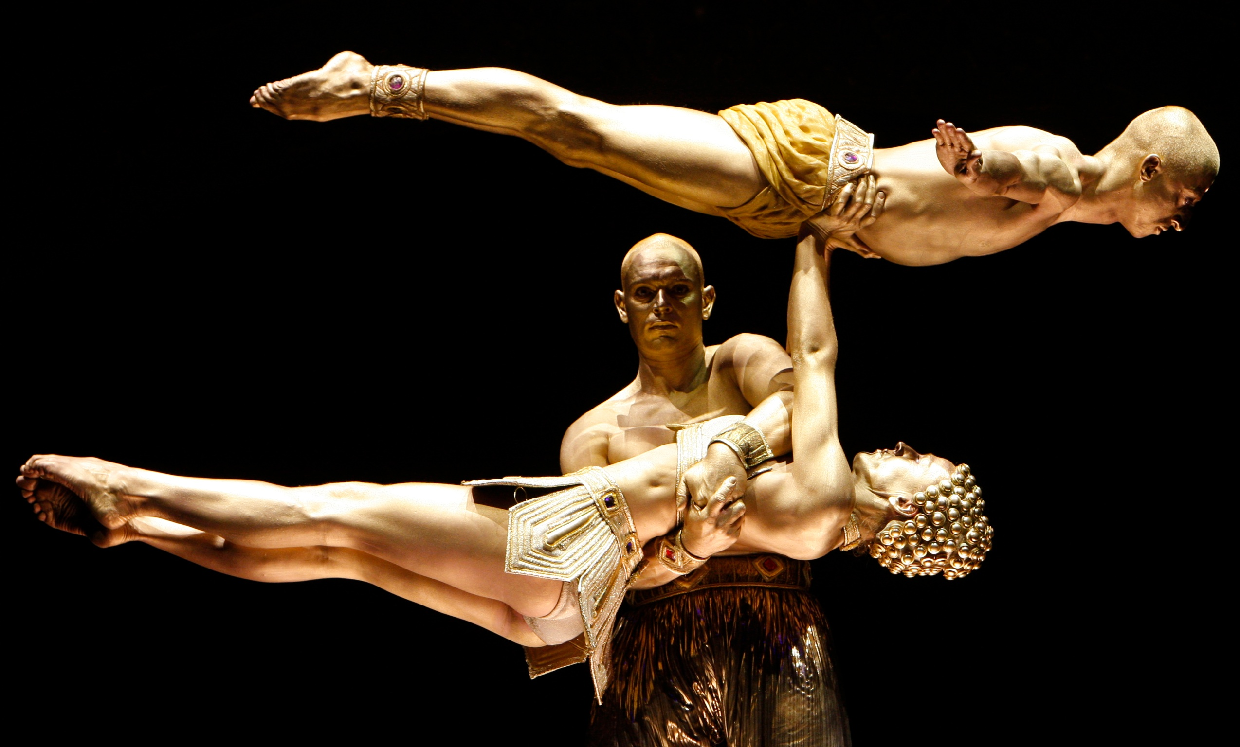 Golden statues act at Big Apple Circus